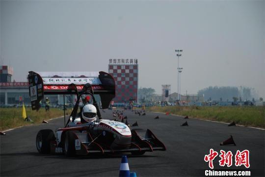 湖北汽车工业学院参加高速避障决赛-中国大学生方程式汽车大赛收官图片
