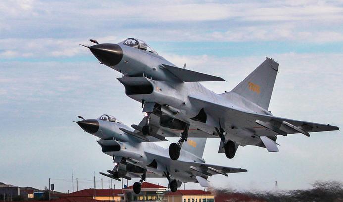 中国空军歼10空中加油美照