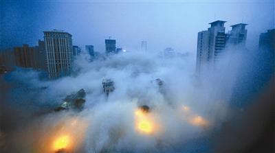 西安118米高楼遭爆破拆除 1999年落成至今未使用