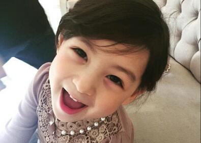 5岁混血小模特ellie激萌可爱走红网络