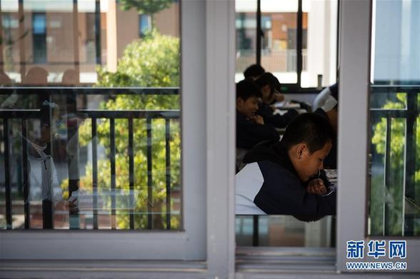 """(社会)(2)学校选址,距""""毒地""""100米——常州学校化工污染事件影像调查"""
