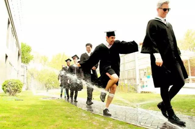 《非正式会谈》教你怎么拍出最好看的毕业照?图片