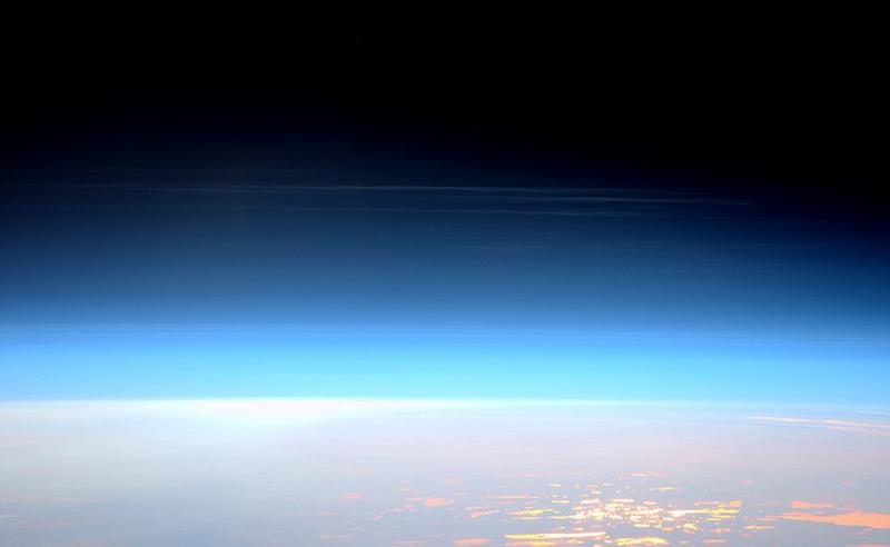 国际空间站宇航员拍摄地球美丽风貌_长江云