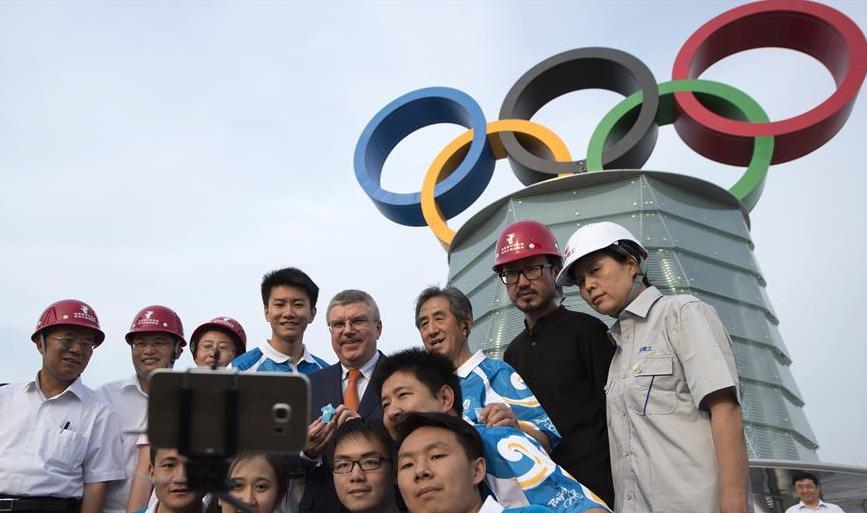 北京奥林匹克塔奥运五环标志落成