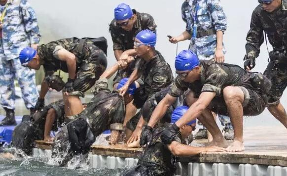 英国皇家海军学院派员来到湖北红安