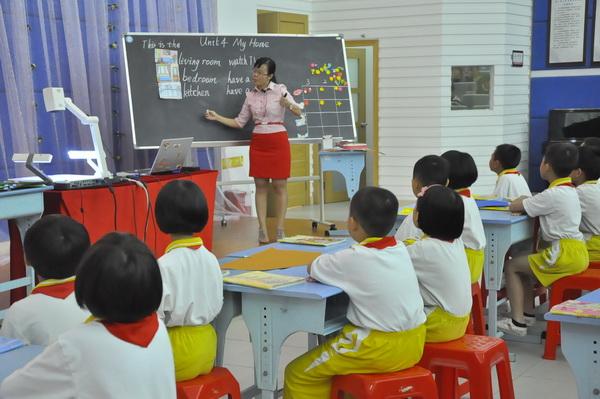 南京一小学一年级无英语引争议 家长们很着急