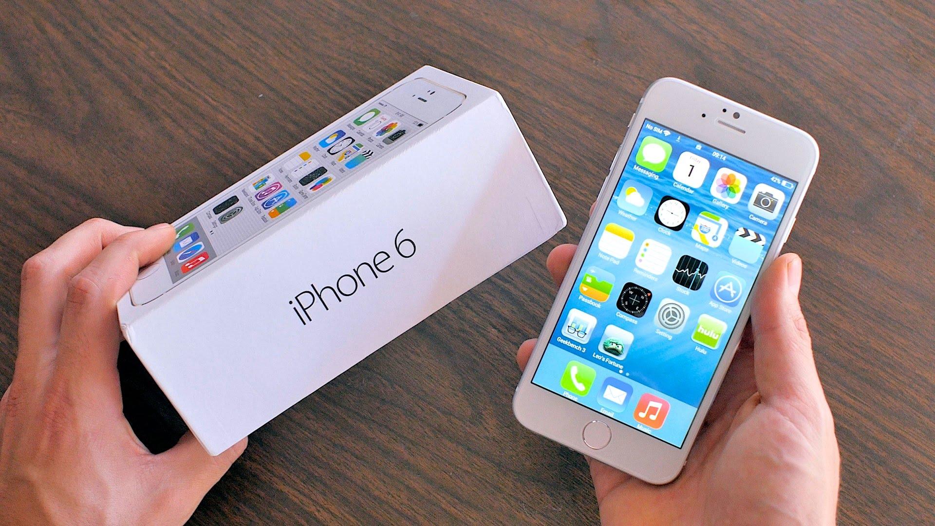 近期有关iPhone自动关机的情况引发网友热议,大量用户在微博、微信平台表示遭遇类似情况。记者11月13日致电苹果官方维修点,其工作人员表示目前主要受影响机型是iPhone 6S和iPhone 6S Plus,其他机型目前并没发现大量案例。至于问题原因,目前并没有确切消息。 伴随天气转冷,苹果手机也开始出现大量问题。众多网友反映,这段时间自己的苹果手机在电量还剩余20%左右时出现自动关机情况。对此,苹果售后工作人员也证实存在这种情况,并表示目前出现问题产品可以返场维修,在保修期内免费,在保修期外则要付费