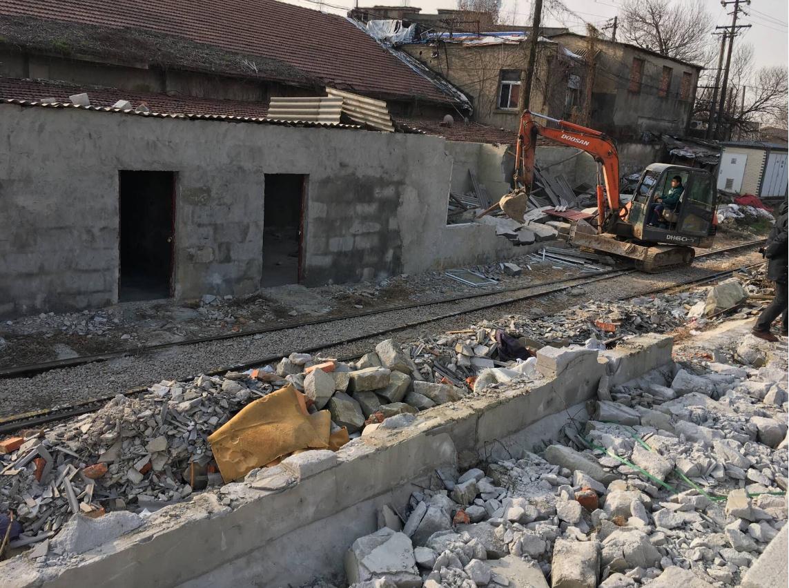 该处违建房为砖混结构平房