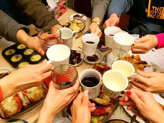 春节餐桌腐败:单位食堂低调奢华 蔬菜肉蛋内部特供