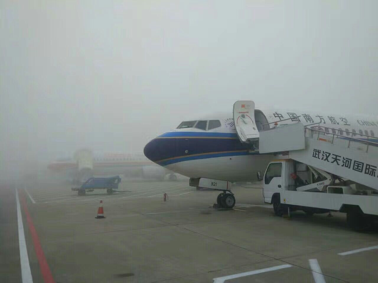 因大雾影响 春运首日天河机场25架航班延误
