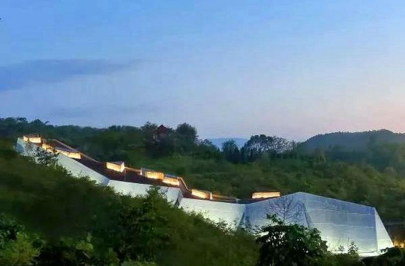 """""""土掉渣""""的十堰青龙山恐龙博物馆"""