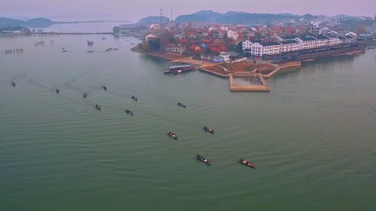湖心的梁子岛,面积仅2.2平方公里.