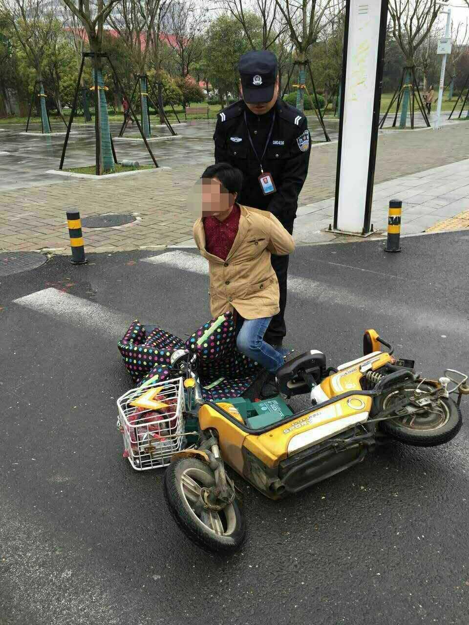 武汉 当偷电瓶车的贼 碰上 制造 电瓶车的辅警