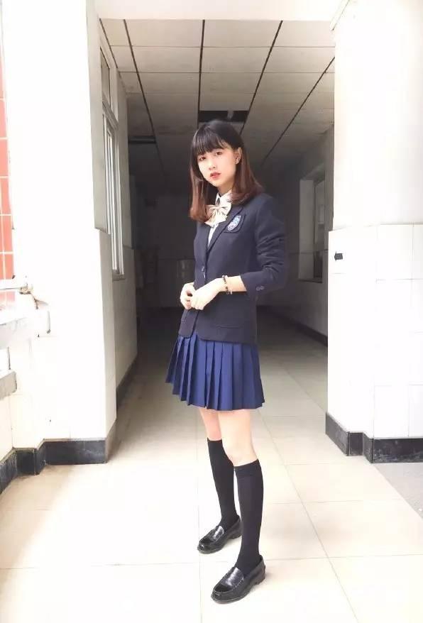 中学校服_水果湖中学校服最美?湖北这些学校表示不服!_长江云