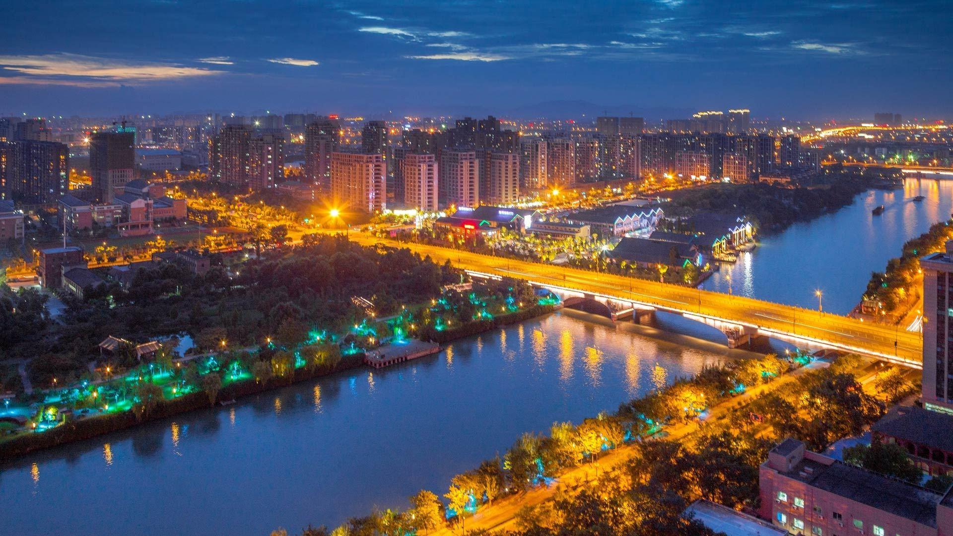 山东青岛市城市街道图片