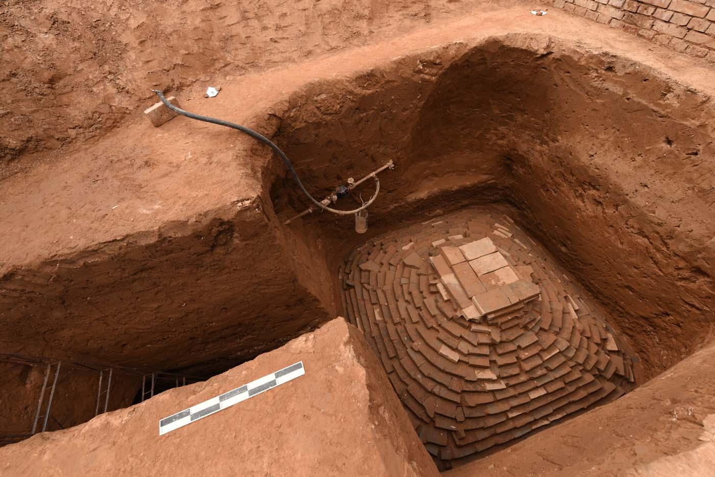 山西发现金元时期仿木结构彩绘砖雕墓