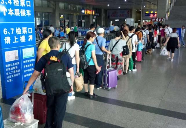 武铁宜昌车务段对港深方向旅客实行二次安检