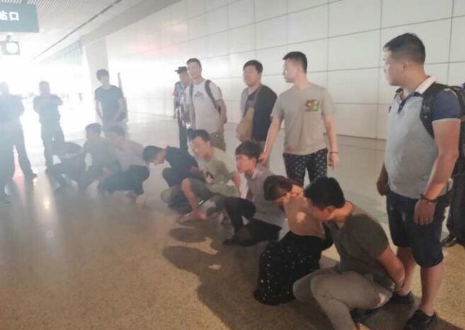 板被骗87万 警方两赴广西抓获9名嫌犯_长江云