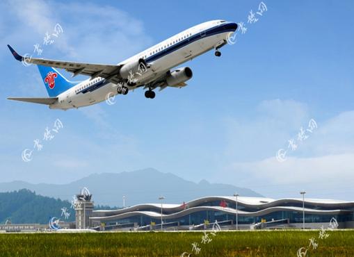 由中国国航执飞,机型为波音 737-800(中型).