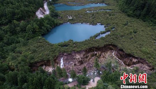 地震中受损严重的九寨沟景点诺日朗瀑布。 刘忠俊 摄