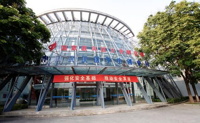武汉留学生创业园成立于1998年,它是湖北省武汉市政府暨东湖新技术开发区为留学海外的高层次人才回国创业提供全程孵化服务的非赢利公益性机构,是海归精英在武汉中国光谷创新创业的聚集地。 武汉留学生创业园已建成光电技术中心、软件技术中心、集成电路设计中心、生物技术中心四大专业园区,并面向东湖国家自主创新示范区内的留学人员及企业服务。 成立近20年,武汉留学生创业园已经获得了不少荣誉!