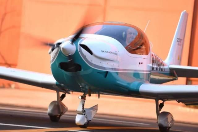 首架武汉造飞机来了,售价198万,驾驶就像打电玩