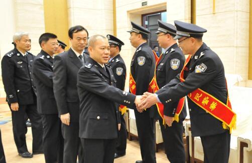 湖北十佳监狱人民警察接受表彰