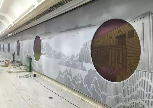 整体以欧式风格塑造,墙面,柱子均采用白玉兰石材,呈现大气,温馨的氛围