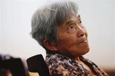 81岁学霸奶奶本科毕业,会五门语言和PS!