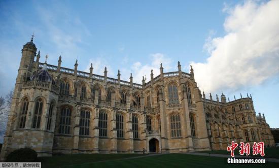 英国王室11月28日在官方网站上,正式发布哈里王子和梅格汉?马克尔女士的婚礼信息。发布的公告称:威尔士亨利王子殿下和梅格汉?马克尔女士的婚礼将于2018年5月,在温莎城堡的圣乔治教堂举行;女王陛下已准许婚礼在该教堂举行;王室将为婚礼支付费用;关于婚礼的更多细节将在适当的时候公布。图为温莎城堡(资料图)。
