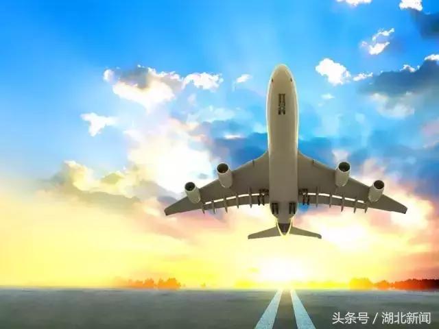 通用航空产业对培育新的经济增长点,具有重大的战略意义 通用航空产业是战略性新兴产业,涵盖通用航空器研发制造、市场运营、综合保障以及延伸服务等领域。近年来,国家先后出台了《关于促进通用航空业发展的指导意见》、《关于建设通用航空产业综合示范区的实施意见》等政策;湖北、四川、河南、浙江、安徽等省分别出台关于促进通用航空产业发展的实施意见,规划建设了一批通用航空产业园区和通用机场。 全国人大代表、湖北省荆门市市长孙兵认为,加快通用航空产业发展,对于深化军民融合发展,建设科技强国、航天强国、交通强国,培育新的经济