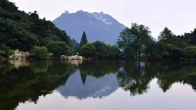 大洪山风景区,位于湖北省北部山地,面积约330平方公里,主峰海拔1055