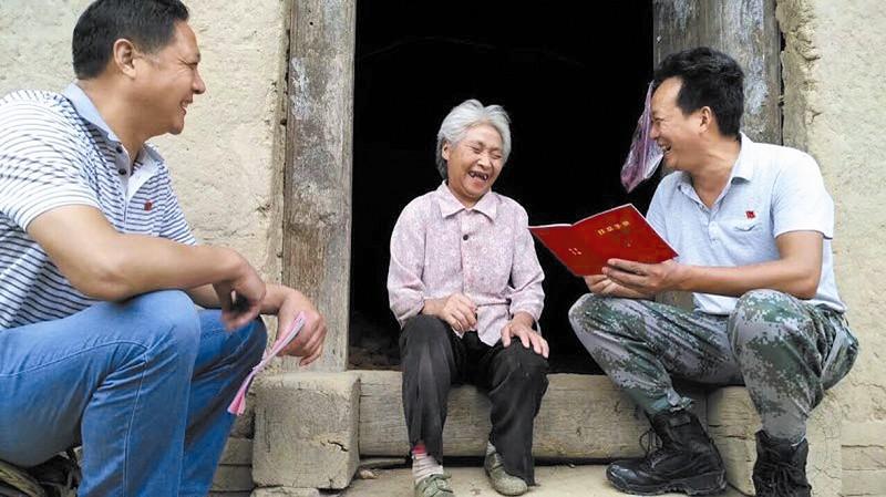 扶贫:他们的故事 传遍山乡感动村民