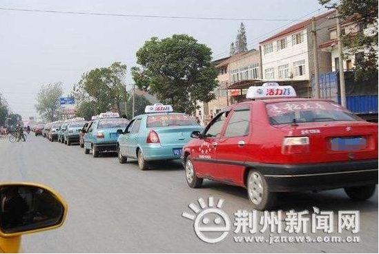 对违规经营行为,严格按交通运输部《巡游出租汽车经营服务管理规定》