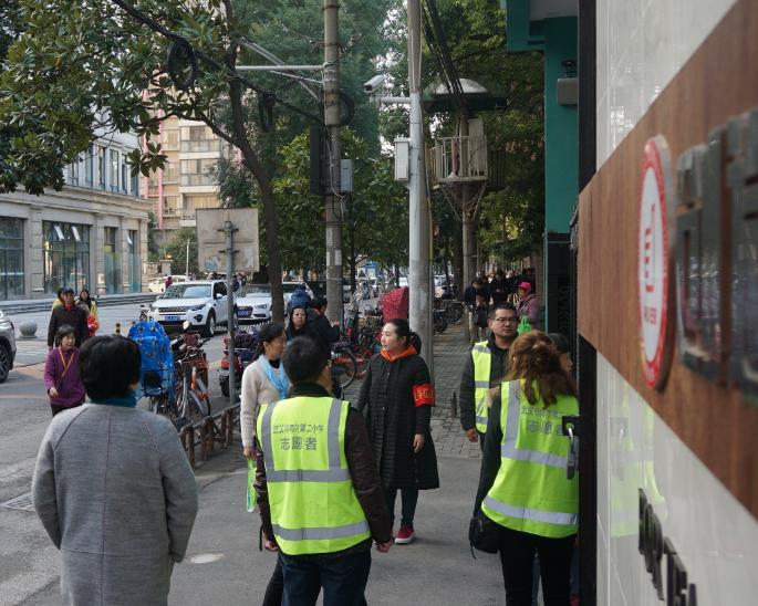 """武汉江岸区中小学""""警校家""""活动缓解交通困难保畅通"""