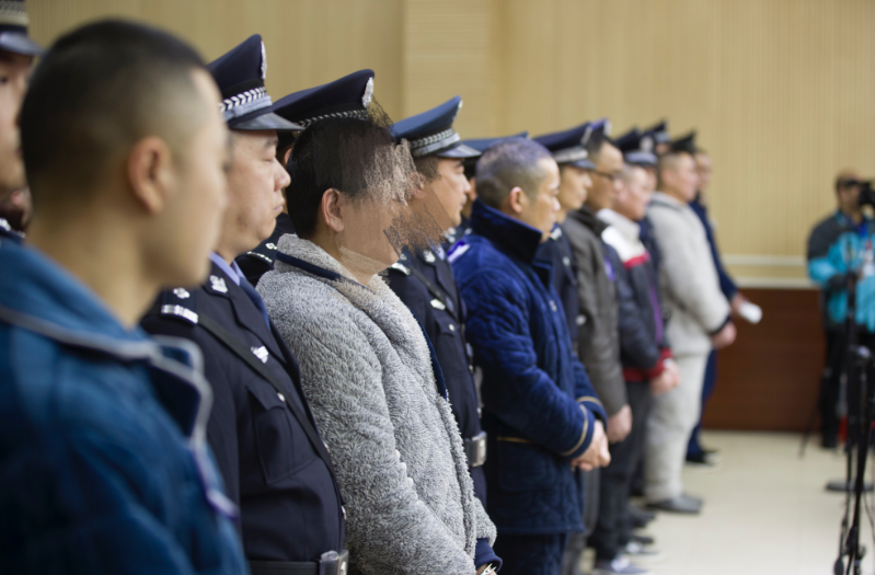 长江非法采砂首起涉黑命案开庭审理