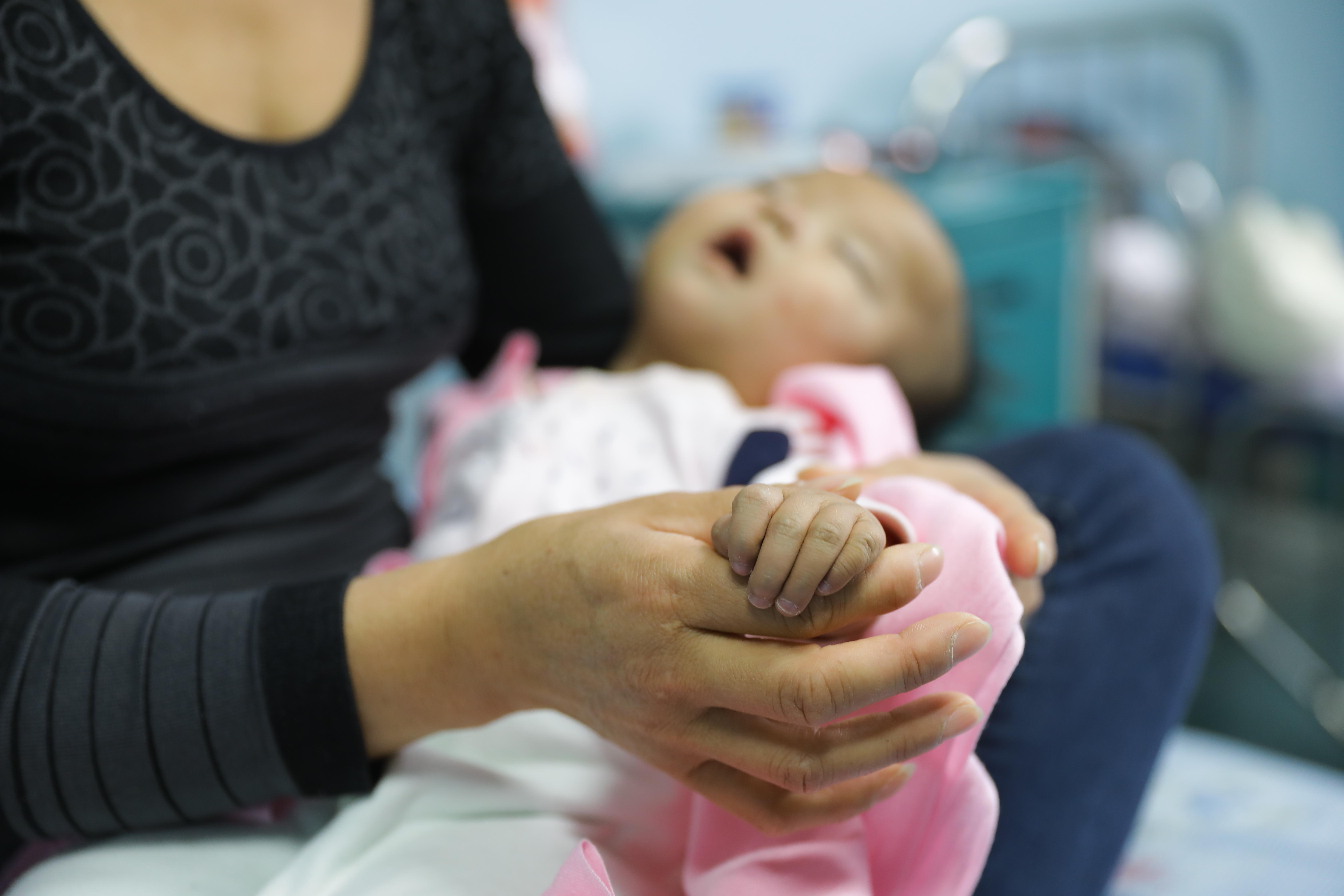10个月后,看着日渐可爱的孩子,家长决定搏一把,又将孩子送回武汉儿童