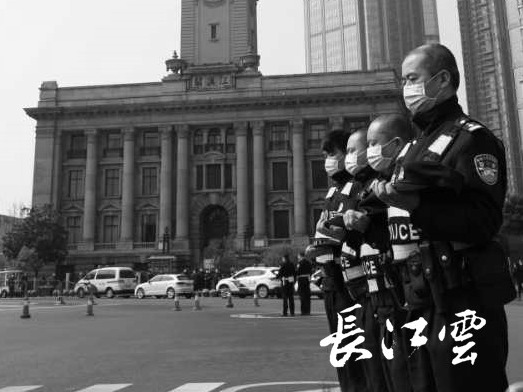 高清图集丨武汉市民默哀3分钟