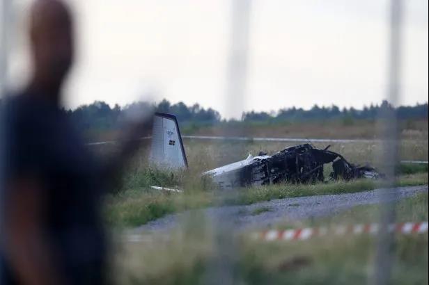 瑞典一跳伞飞机坠毁,机上9人全部遇难_长江云