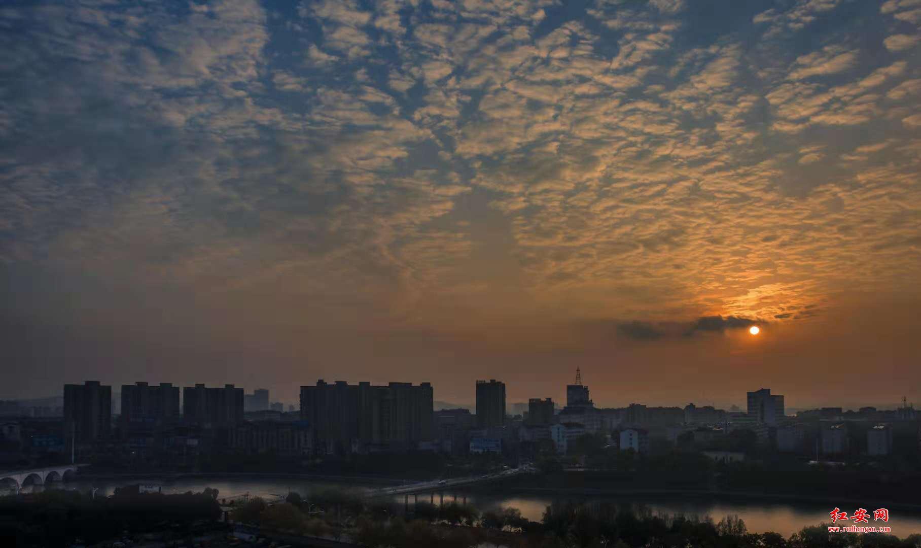 红安风光:夕照倒水河