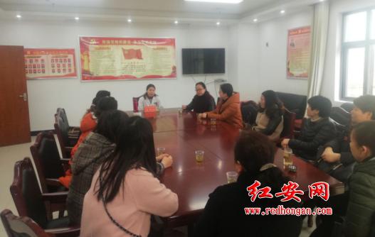 红安县总工会组织开展关爱女性职工义诊活动