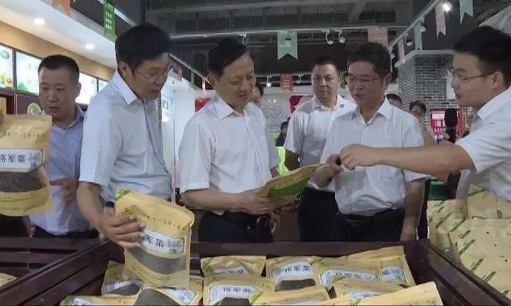 余学武带队考察学习金寨县城镇建设和乡村振兴工作经验