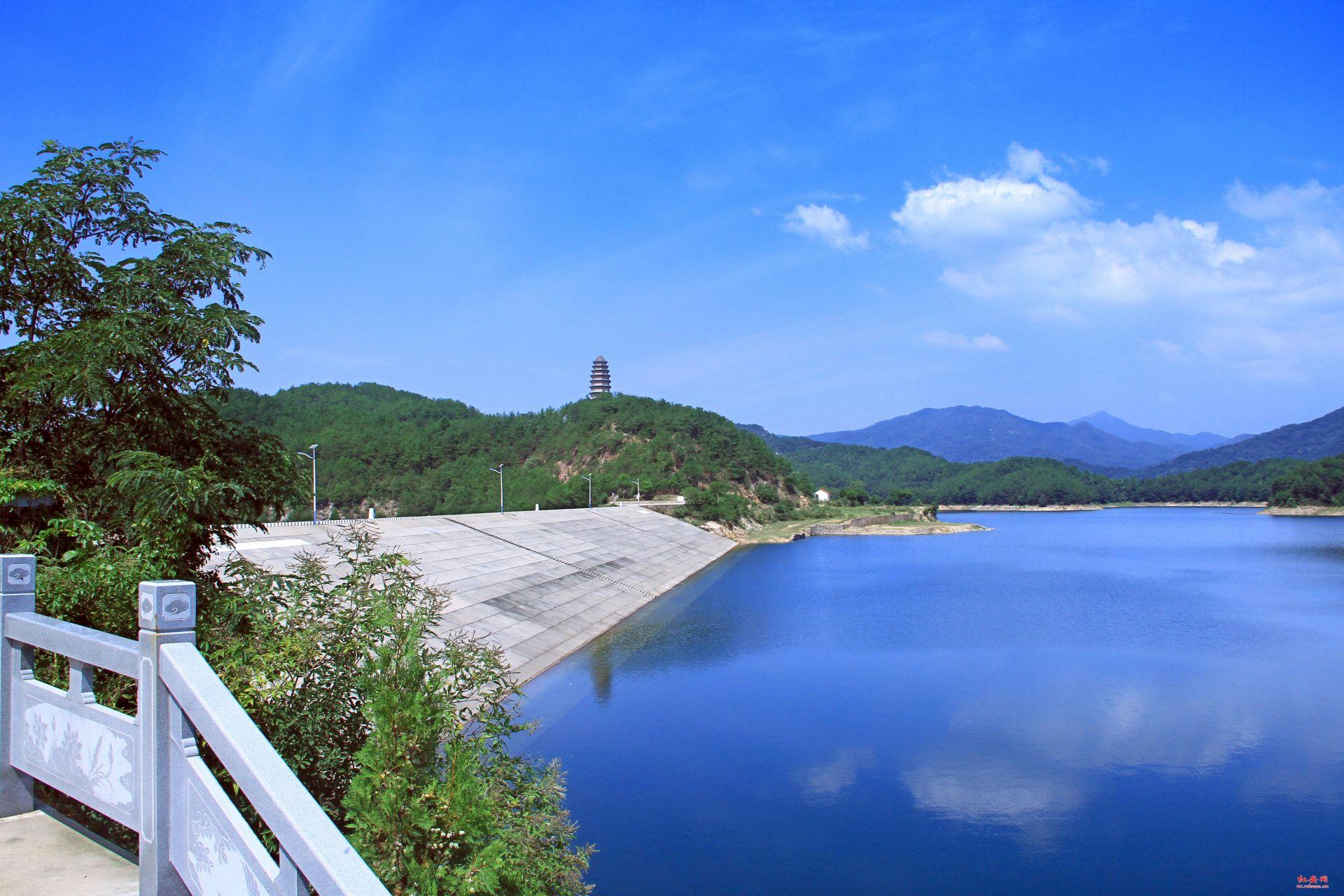 雨后香山湖
