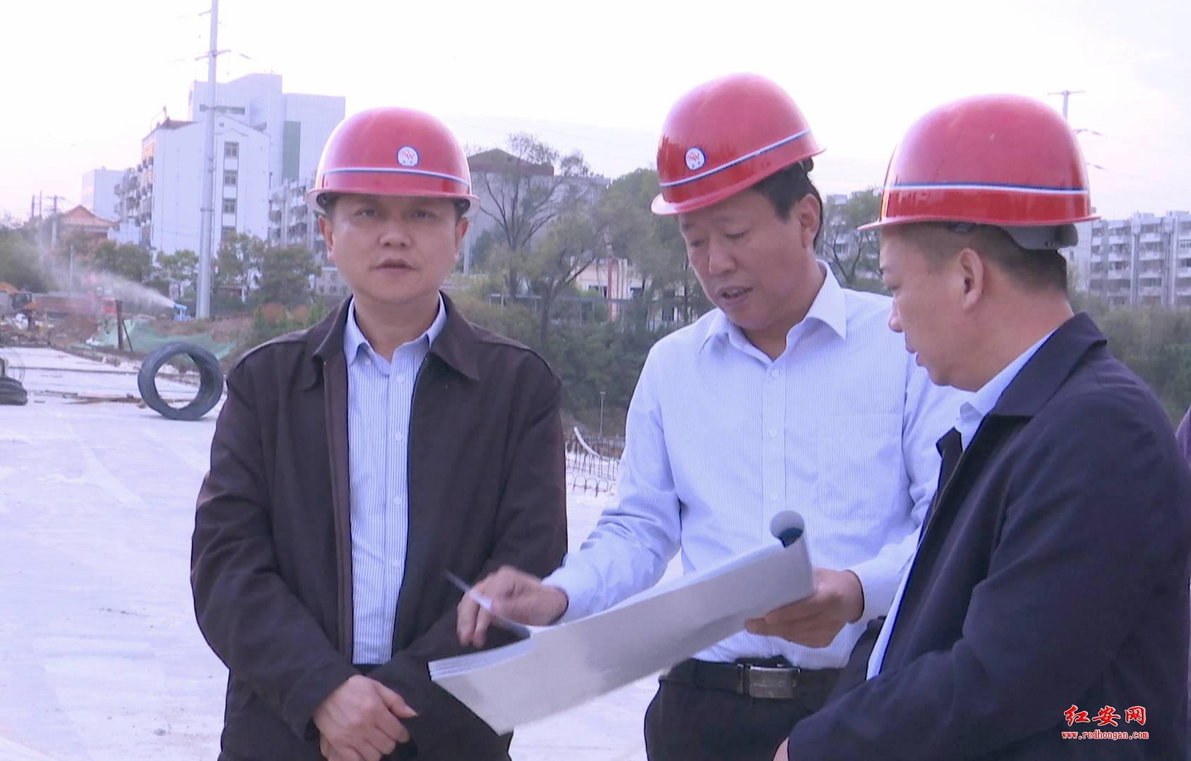 余學武調研紅安二橋交通疏解及改造工程建設