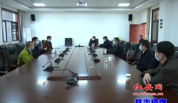 朱華波看望慰問湖南省駐紅安醫療隊醫護人員