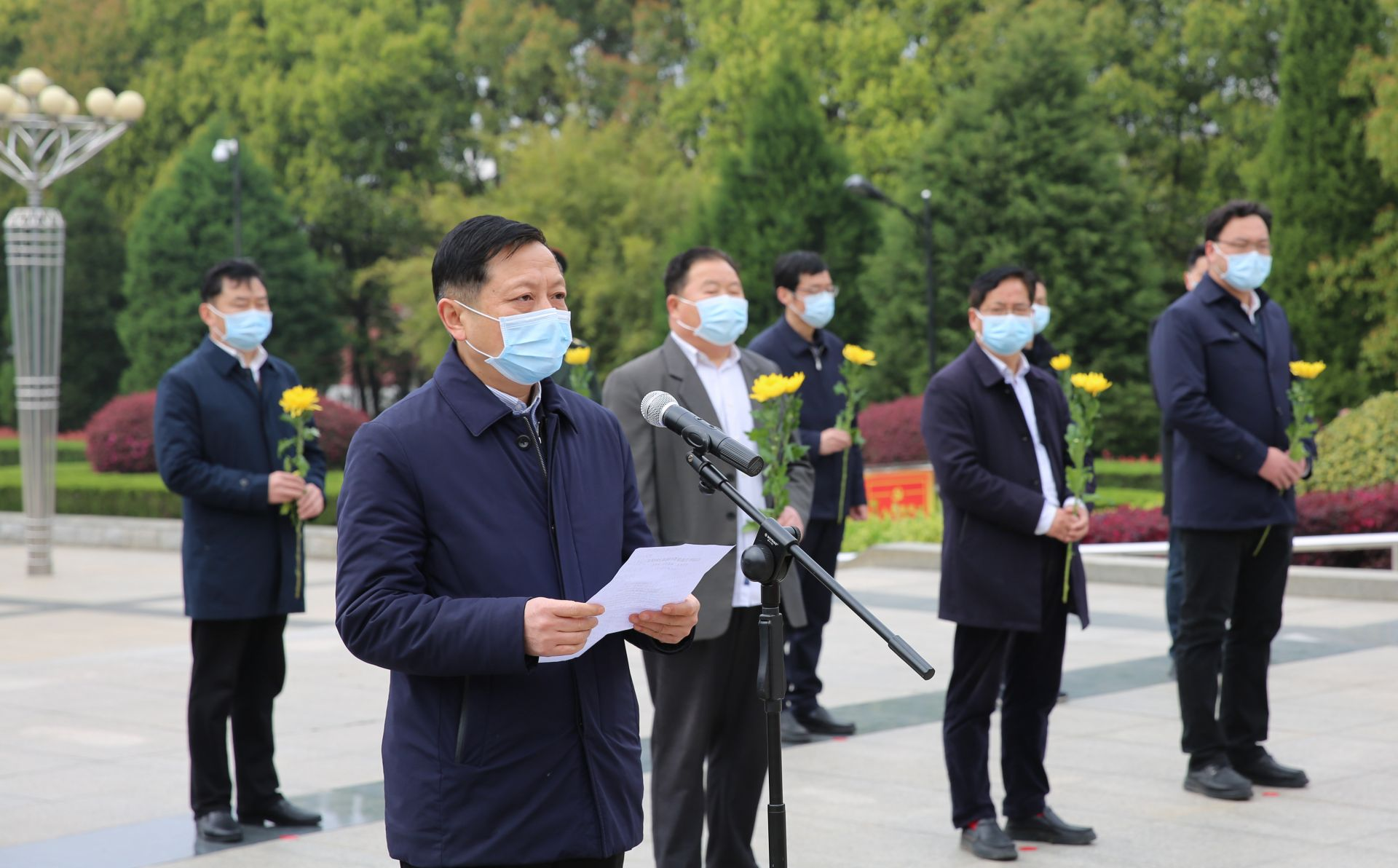 红安县举行2020年清明节集体祭扫活动