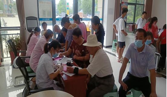 """让疫苗""""多跑路"""" 群众""""少跑腿"""" 红安县疾控中心积极开展疫苗接种进社区活动"""