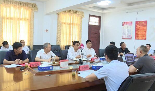 刘堂军与龙湖地产智慧新材料集团负责人洽谈智能家居产业...