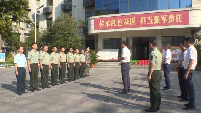 县领导走访慰问人武官兵、军烈属和优抚对象