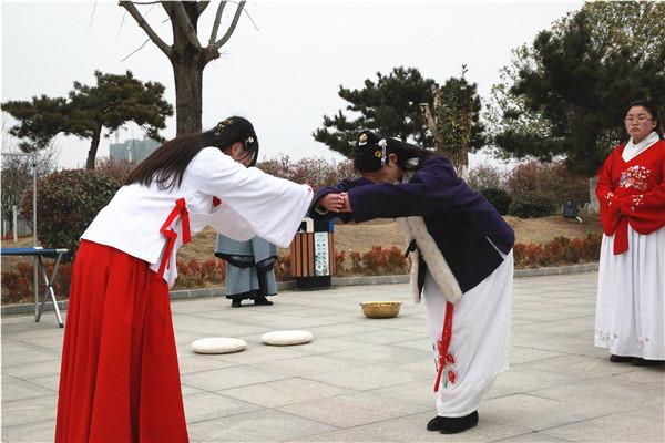 华夏传统重回诗祖故里 汉服笄礼再现千里房陵
